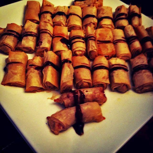 Rollitos de masa de arroz con jamon serrano y repollo morado