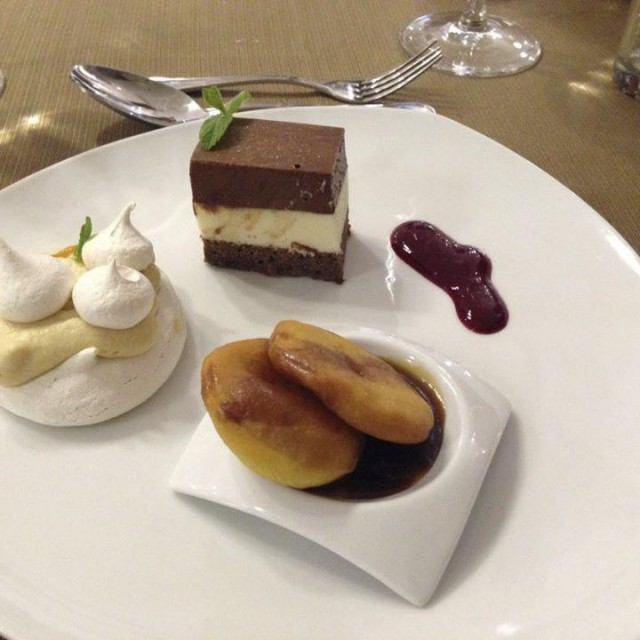 Triologia de sopaipillas, merengue lucuma, marquis de chocolate